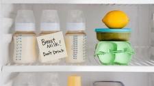 Cara Tepat Cairkan Air Susu Ibu Perah Beku