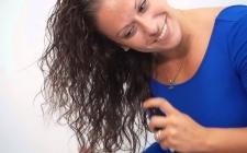 Cara Tepat Semprotkan Hair Mist pada Rambut