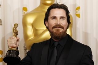 Christian Bale Rahasiakan Kehamilan Istri