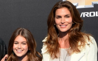 Cindy Crawford Ajari Anak Jadi Model