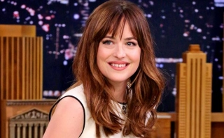 Dakota Johnson Pose Seksi Tanpa Busana