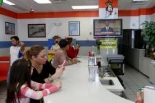 Dampak Kesehatan Anak Berlama-lama Bermain di Depan Layar TV