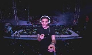 DJ Alesso Buat Invasion 2015 Histeris