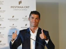 Cristiano Ronaldo Kembali Kepergok Mesra dengan Cewek Berbeda