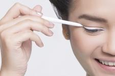 Ini Cara Menggunakan Eyeliner Putih