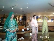 Kekuatan Perempuan dalam Kemewahan Busana Ramadan