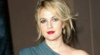Drew Barrymore Larang Anak Menirunya Foto Telanjang