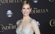 DIKENAL KALEM, LILY JAMES NEKAT NAKED