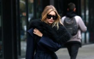 Gigi Hadid Cantik dengan Robe Coat