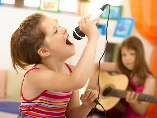 Bernyanyi Bantu Anak Tambah Kosakata Baru