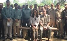 Ini Penampakan Kate Middleton dengan Kemeja & Jeans di India