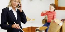 Tip Ibu Bekerja Enteng Selesaikan Pekerjaan Rumah