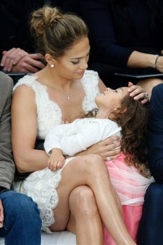 Jennifer Lopez Dapat Penghargaan Ibu Teladan