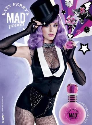 Beli Parfum Terbaru Katy Perry Lewat Twitter