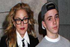 Kehilangan Anak, Madonna Hampir Menangis di Panggung
