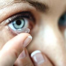 Bebas Infeksi Walau Memakai Lensa Kontak