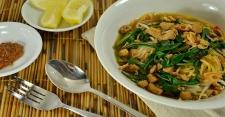 Lezatnya Mi Kangkung untuk Makan Siang
