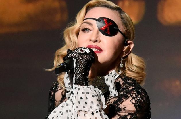 Madonna Tunda Konser Karena Cedera Lutut!