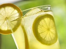Manfaat Minum Air Lemon Sebelum Makan
