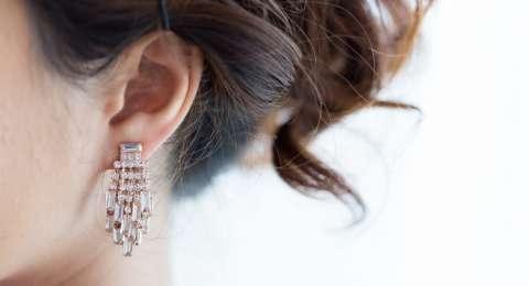 Muncul Bau Tak Sedap pada Bagian Belakang Telinga?