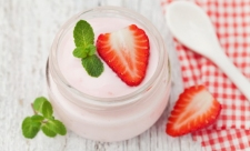 Puding Yoghurt Strawberry