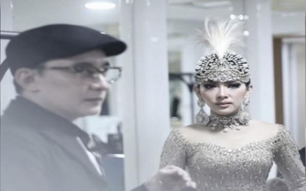Bak Princess, Ini Tiara Pernikahan Syahrini?