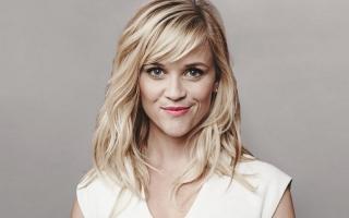 Reese Witherspoon Dilarang Pakai Celana Hitam