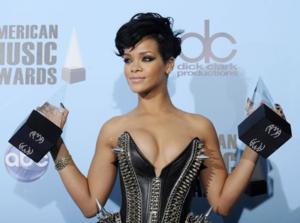 Rihanna Masih Jadi Yang Terfavorit di AMA 2013