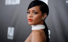 Rihanna Siap Bagi-Bagi Beasiswa