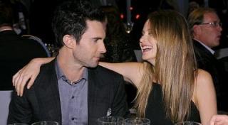 Pesta Lajang, Adam Levine Akan Menikah?