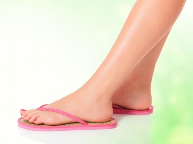 Ternyata Pakai Sandal Jepit Juga Bisa Bahayakan Kesehatan!