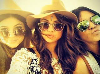 Selena Gomez Kompak Pesta Bareng Kendall & Kylie Jenner