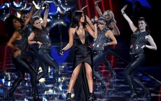 Penampilan Selena Gomez di Victoria's Secret Fashion Show