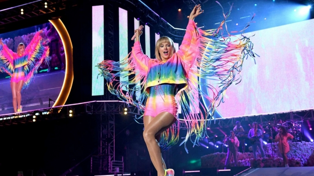 Stella McCartney X Taylor Swift!! Luncurkan Kolaborasi Fashion