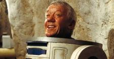 PEMERAN ROBOT R2-D2 STAR WARS MENINGGAL DUNIA
