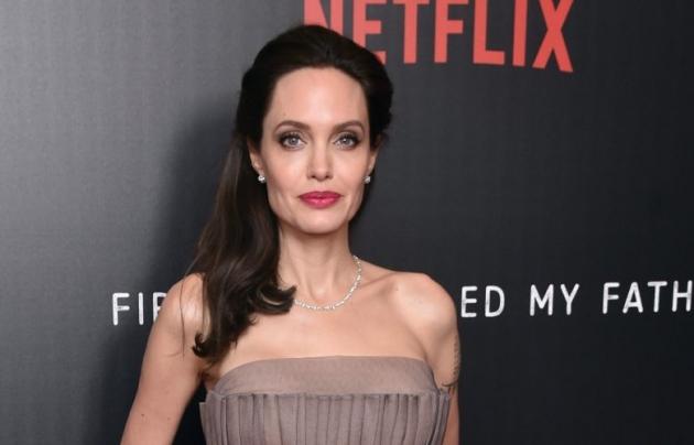 Angelina Jolie Sumbang Miliaran untuk Anak-anak Korban Virus Corona