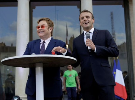 Elton John Dianugerahi Penghargaan Oleh Presiden