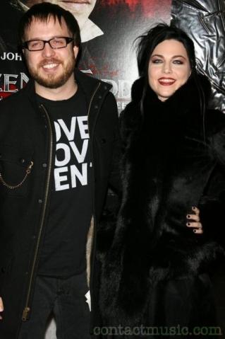 Vokalis Evanescence Hamil Anak Pertama