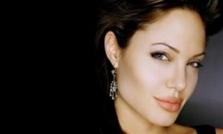 Usai Cleopatra, Angelina Jolie Pensiun Jadi Artis