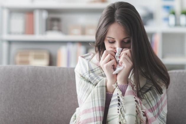 Punya Alergi Dingin? Berikut Tips Mengatasinya!