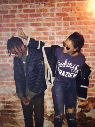 Rihanna & Travis Scott Dikabarkan Resmi Pacaran