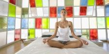 10 Gerakan Yoga Tanpa Harus Meninggalkan Kasur