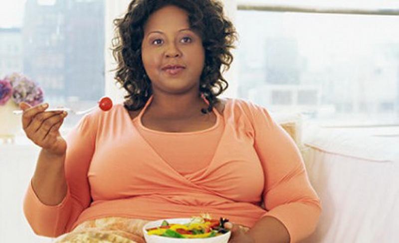 4 Bahan Salad Aman bagi Wanita Gemuk