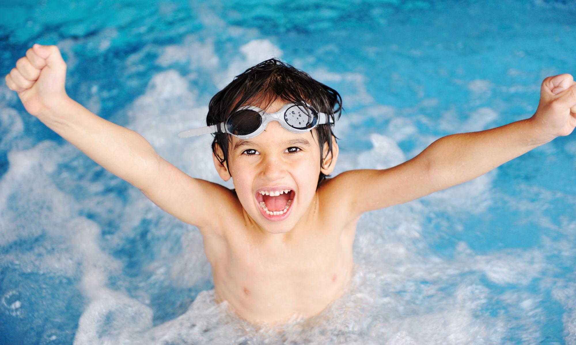 Panduan Aman Mengajak Si Kecil Berenang