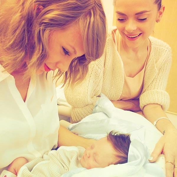 Taylor Swift Resmi Jadi Ibu Baptis, Jaime King Sambut Bayi Lelaki