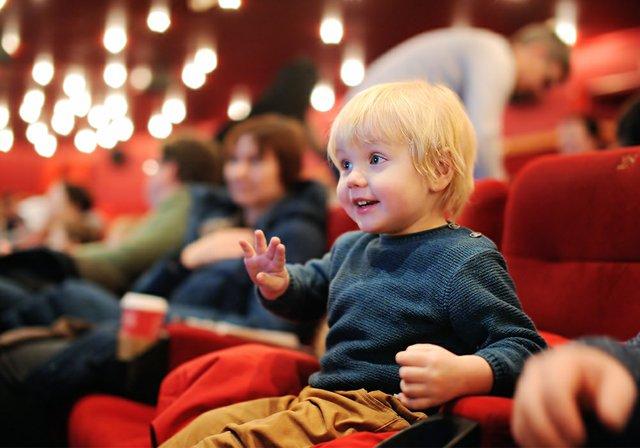 Mengajak Anak Menonton Bioskop Bantu Kecerdasan??