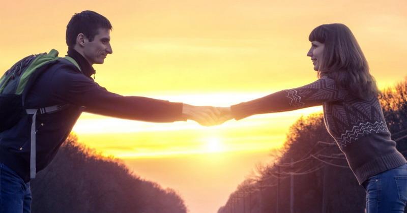 Trik Romantis Jalani LDR dengan Kekasih